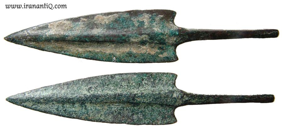 سرنیزه های برنزی مربوط به 600-1000 ق.م ، کشف شده از لرستان