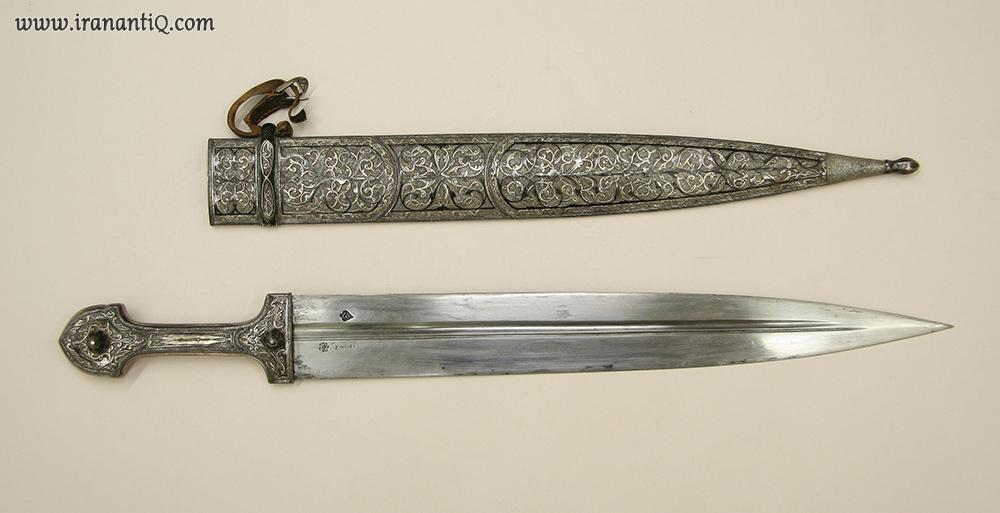 قمه قفقازی (کیندجال) ، ساخته شده از فولاد- چوب- نقره که بر روی ان سیاه قلم نیز کار شده است ، محل نگهداری : موزه متروپولیتن