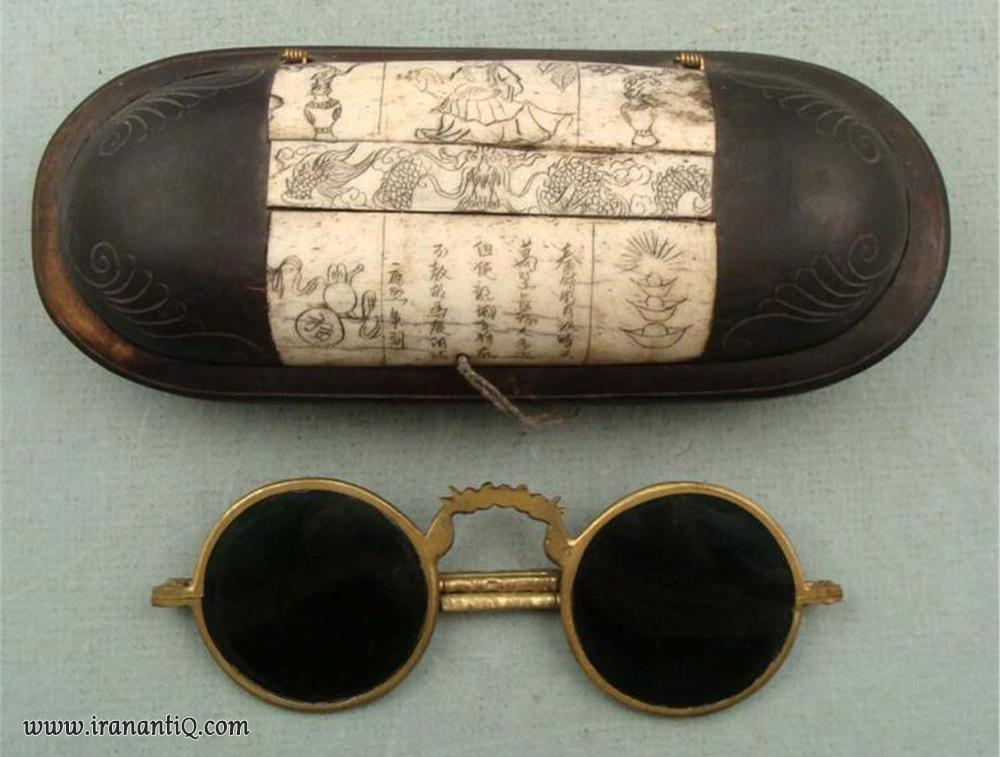 عینکی قدیمی و آنتیک به همراه قاب ، چین