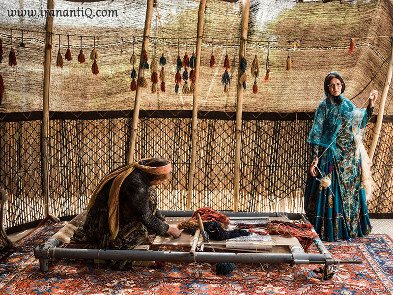 Qashqaei Pesian Women working at Carpet - فرش بافی زنان قشقایی