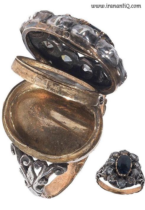 انگشتر دارای مخزن سم ، نگین یاقوت کبود ، حدود 1800 میلادی