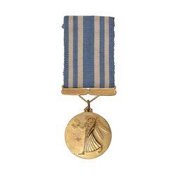 مدال برنز آویز افتخار سازمان تربیت بدنی - AU -  محمد رضا شاه