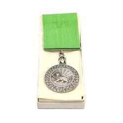 مدال نقره بپاداش خدمت (با جعبه و روبان فابریک) - UNC - رضا شاه