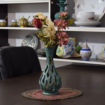 گلدان سفالی مشبک پتینه در چیدمان
