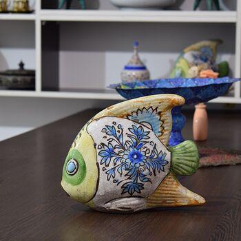 مجسمه ماهی سفالی لعابی در چیدمان