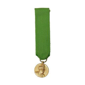 مدال یادگار تاجگذاری نقره 1305 (با روبان فابریک) - شب - MS63 - رضا شاه